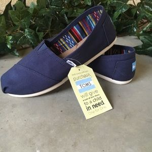 TOMS Navy Classic Canvas Slip-on